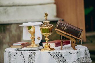 """""""Lūk, sirdij ir jābūt tuvu Dievam. Ar sirdi mēs godinām Dievu, nevis ar lūpām!"""""""