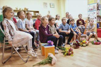 Dzejas dienās bērni tikās ar Inesi Zanderi