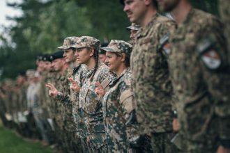 Zemessardzes 36. kaujas atbalsta bataljona  karavīri un zemessargi aicina dienēt Lūznavā